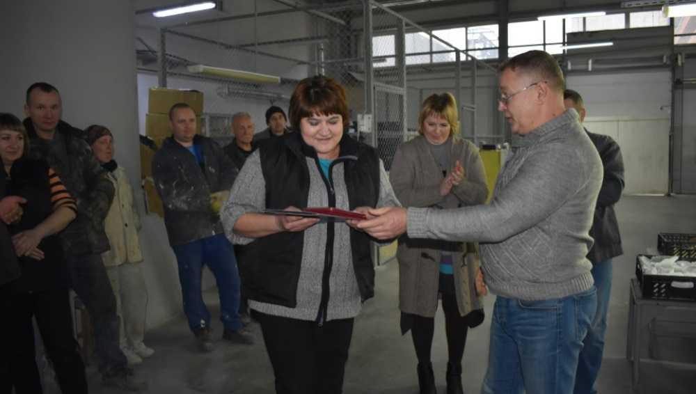 Министерство промышленности наградило мастерицу из Дятькова