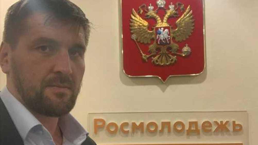 Брянский боец Минаков ответил на слухи о работе в Росмолодёжи