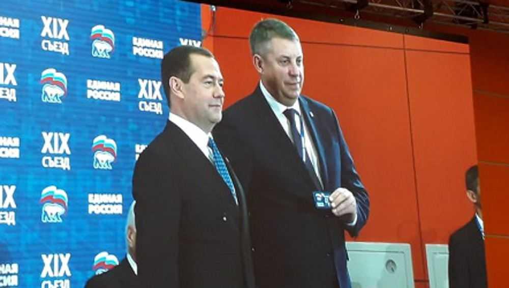 На съезде «Единой России» Александру Богомазу вручили партбилет