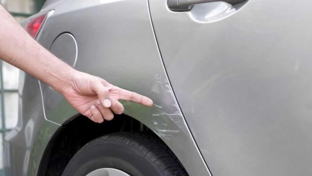 Жительница Новозыбкова пробкой повредила четыре автомобиля