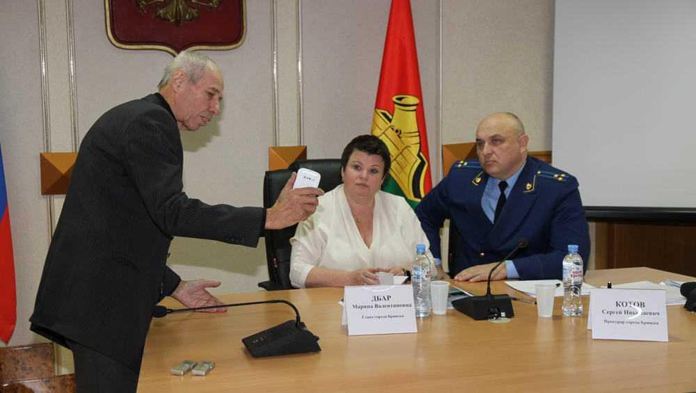 Главу Брянска попросили благоустроить микрорайон на улице Уральской