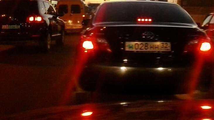 В Брянске на Речной улице образовалась большая пробка