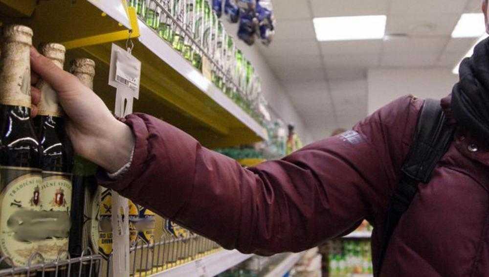 Брянскую продавщицу вторично поймали на продаже пива школьникам