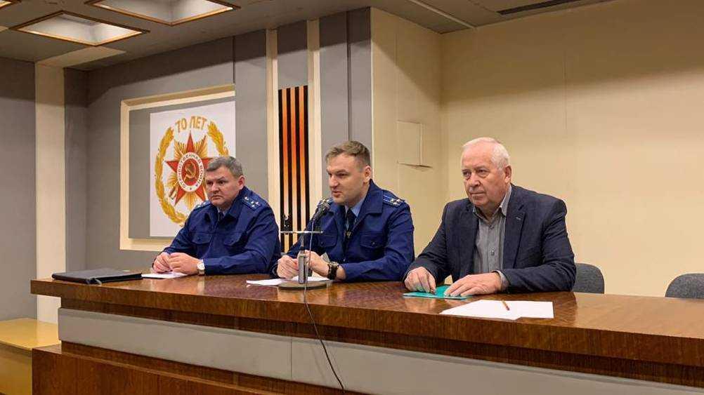 Брянские прокуроры предупредили сотрудников «Кремния» о мошенниках