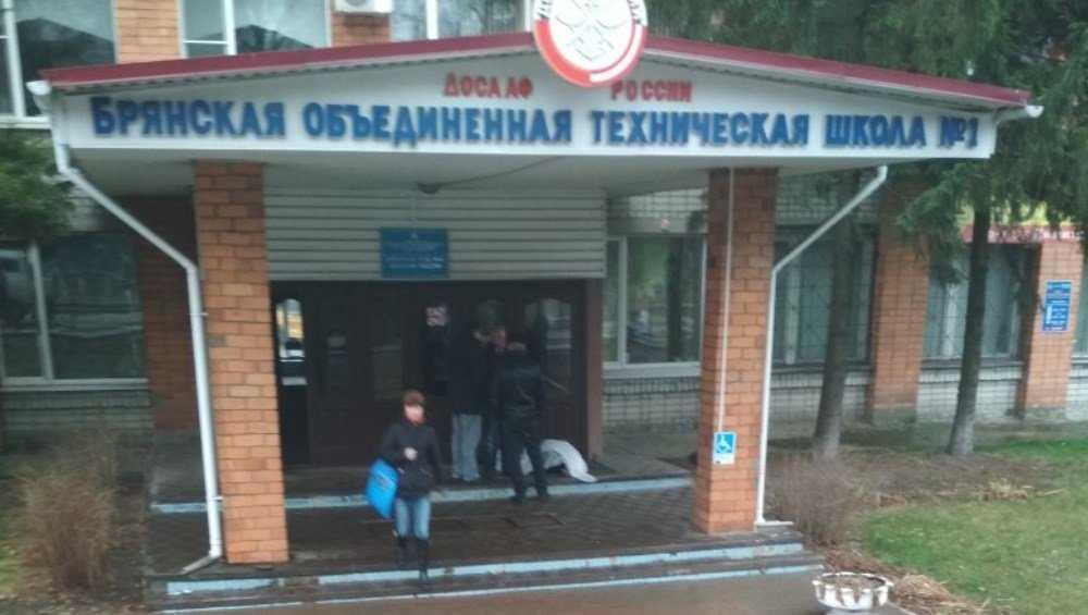 В Советском районе Брянска у школы ДОСААФ скончался мужчина