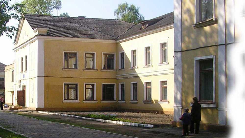 В брянской школе № 33 обвалился потолок в одном из классов