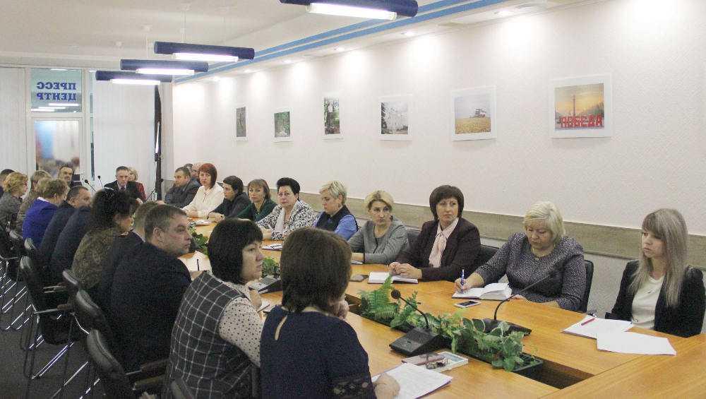 Поборы в школах обсудили в Брянском правительстве