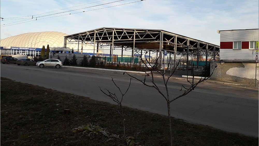 В Брянске приостановили реконструкцию ледового стадиона «Десна»