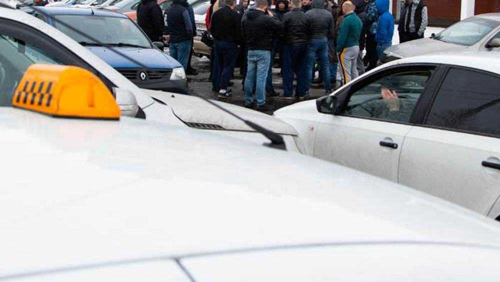 В Брянске забастовали водители «Яндекс.Такси»