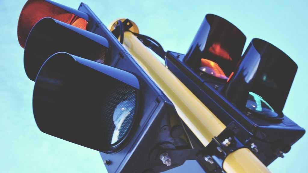 Брянцы пожаловались на шумный светофор на улице Авиационной