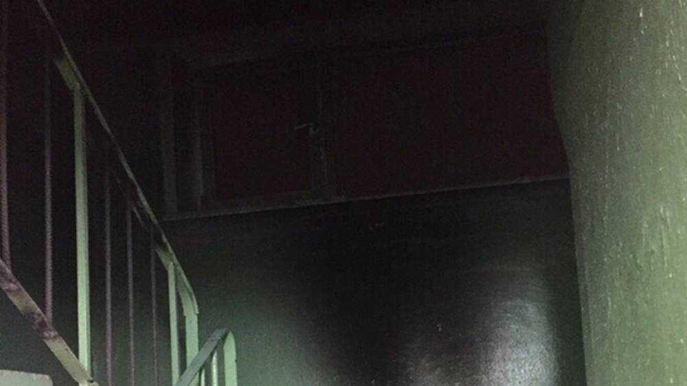 В Брянске бомжи развели костёр в подъезде многоэтажного дома