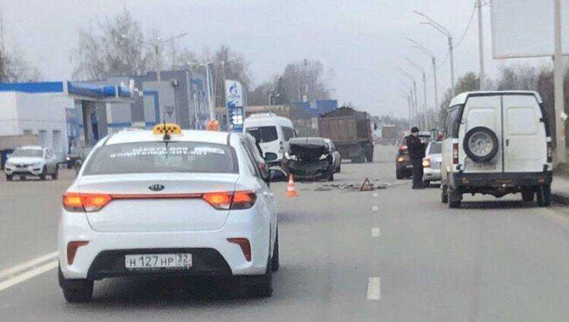 В Брянске на Флотской улице произошло тройное ДТП
