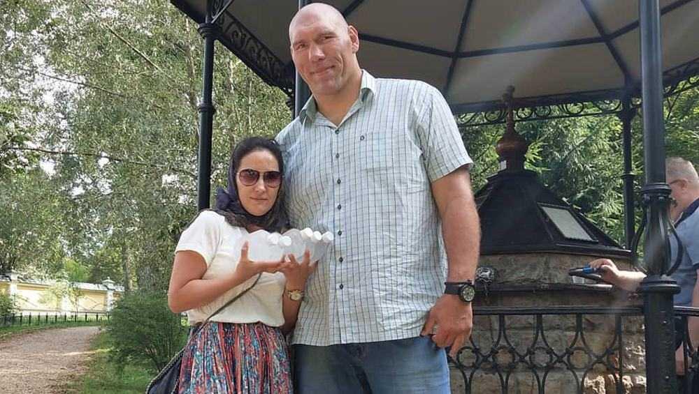 Брянский депутат Николай Валуев посоветовал не завидовать его жене