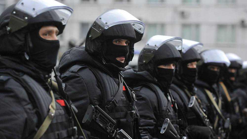 В Брянске сотрудники ФСБ с автоматами задержали известного адвоката