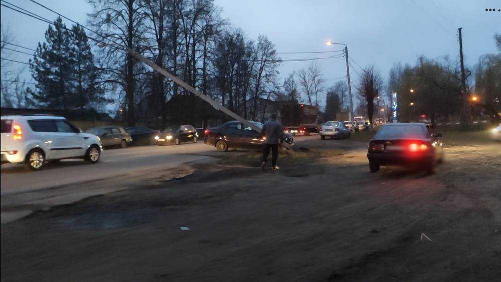 Появились фото перевернувшейся в Брянске на Почтовой маршрутки