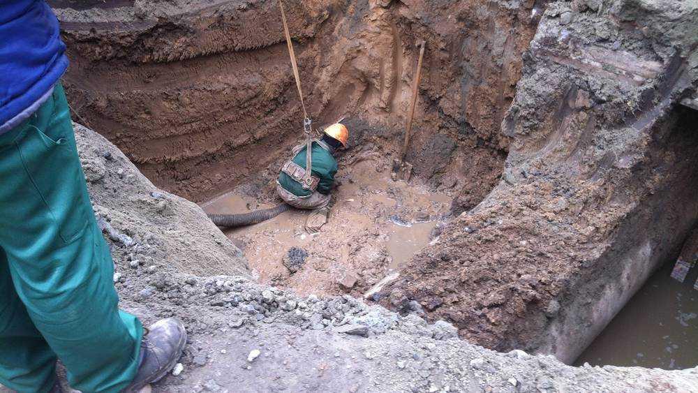 Фокинский район Брянска перекопают из-за канализации