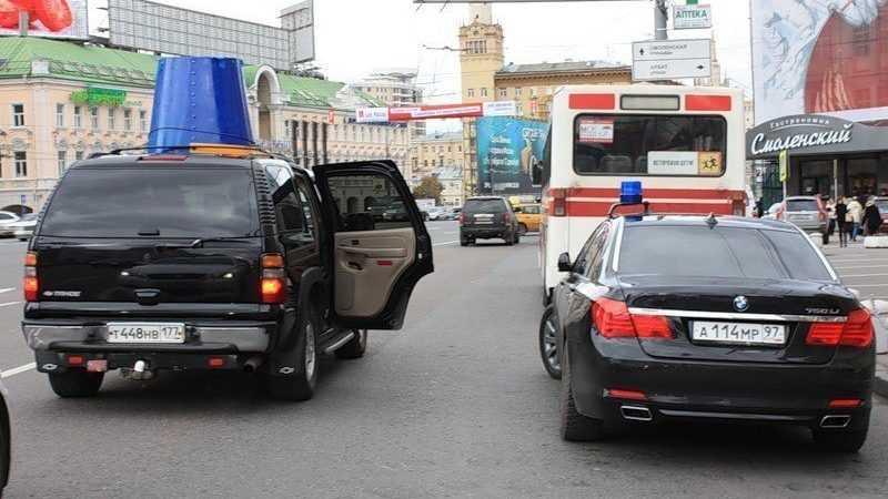 Сколько можно сэкономить на чиновниках при отказе от служебных машин?
