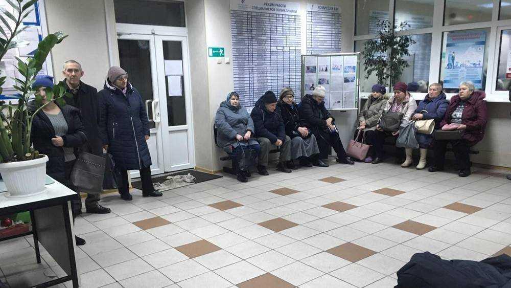 Потасовкой и митингом обернулась очередь в брянской поликлинике