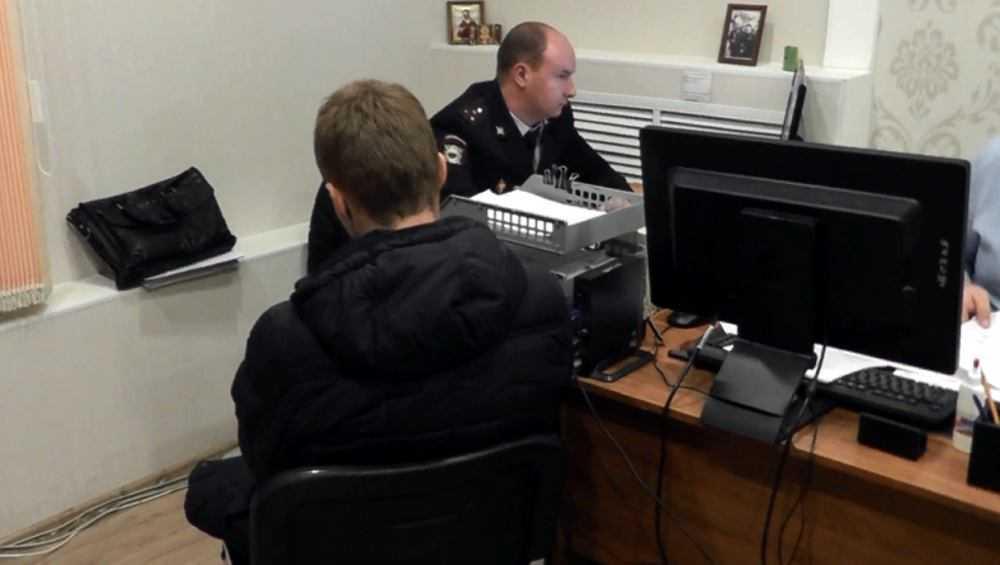 В Брянске задержали пособника телефонных мошенников