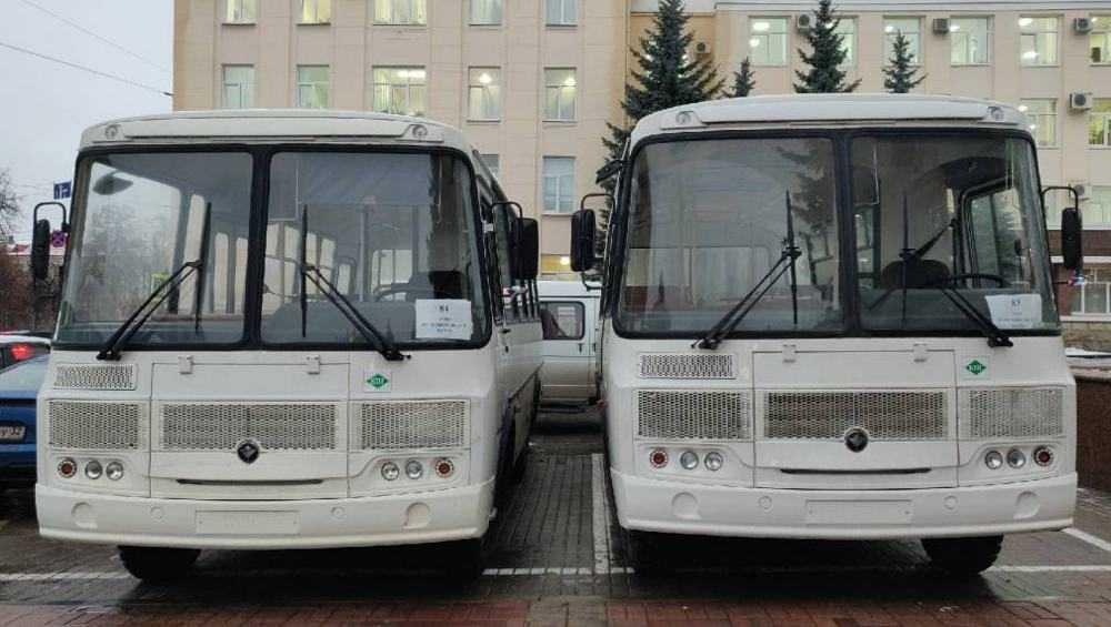 В Брянске вручили ключи от 142 автобусов для районов