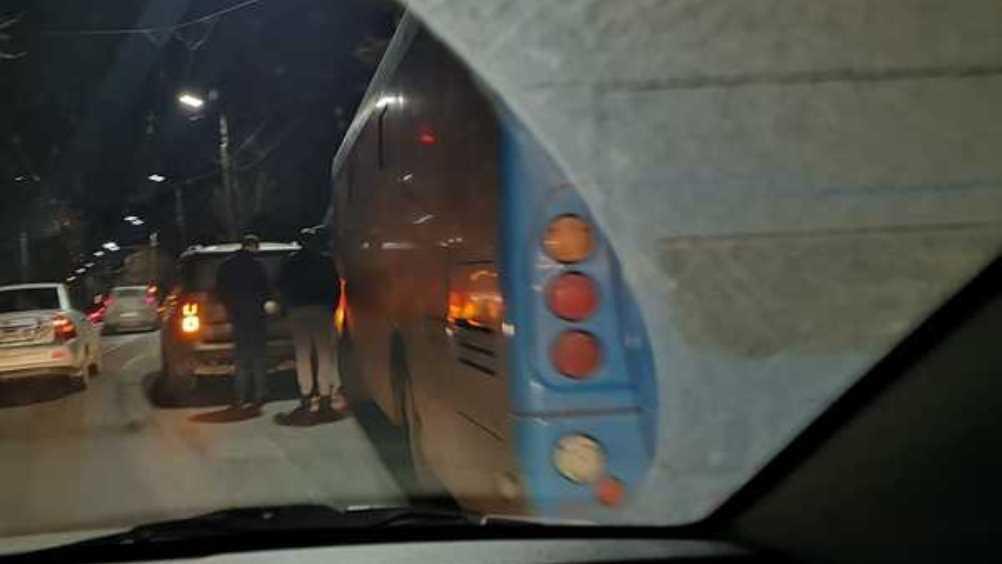 В Брянске столкнулись рейсовый автобус и внедорожник