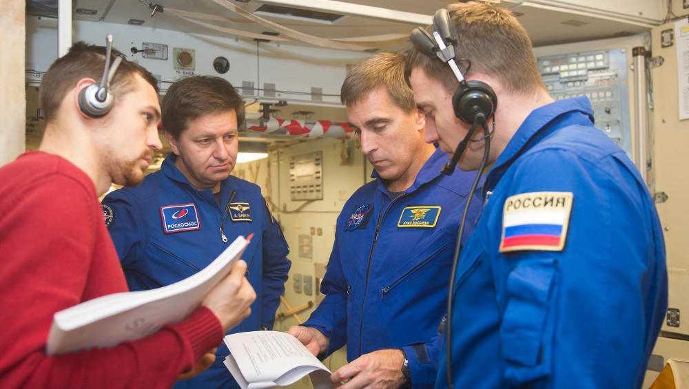 Брянский космонавт Андрей Бабкин удачно покинул охваченную огнем МКС