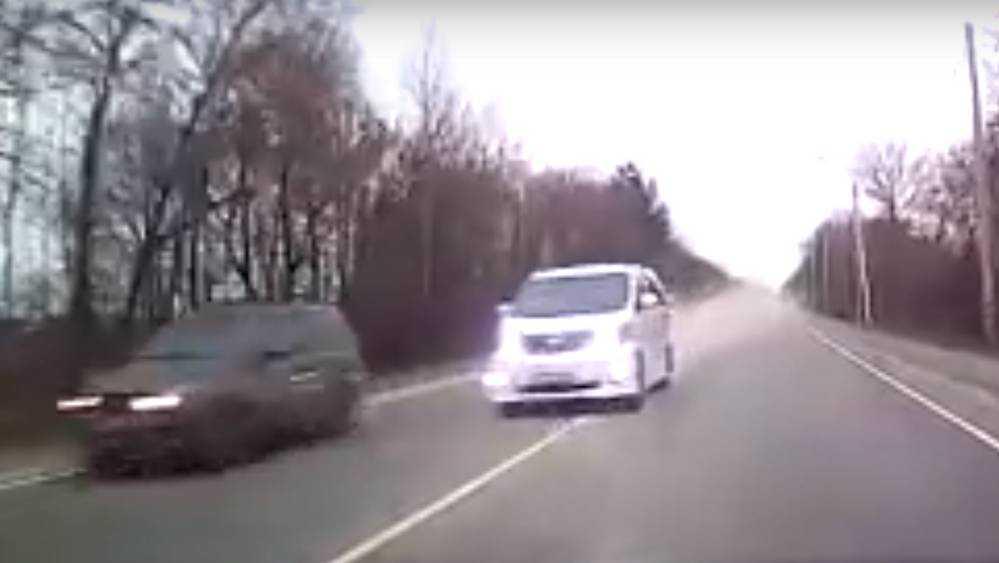 В Брянске сняли видео о безумном обгоне на Речной