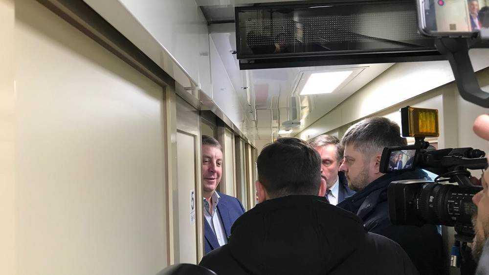 На первом двухэтажном поезде из Брянска в Москву отправился губернатор