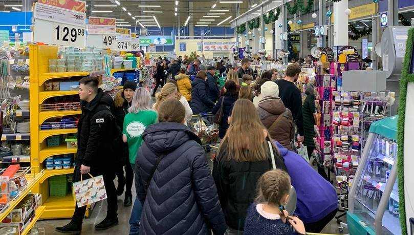 Жители Брянска взяли приступом гипермаркет «Лента» и банкоматы