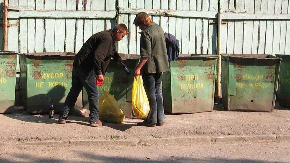 Жители Брянска не захотели ночевать в пакетах на земле ради бродяг