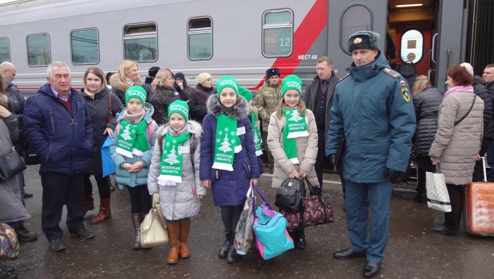 В Москву на Кремлёвскую ёлку отправились 33 брянских школьника