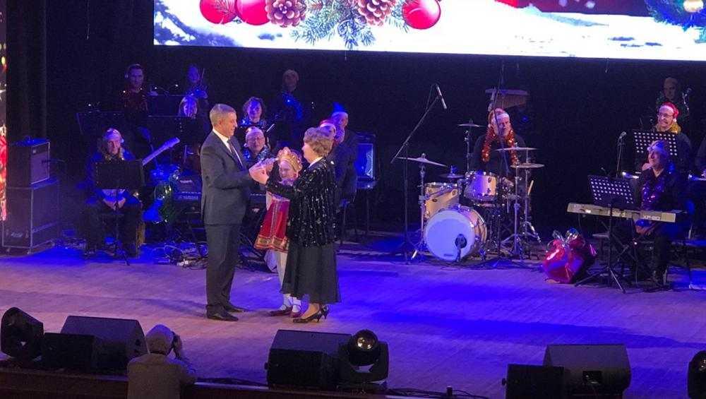 В Брянске в ДК БМЗ начался новогодний губернаторский вечер