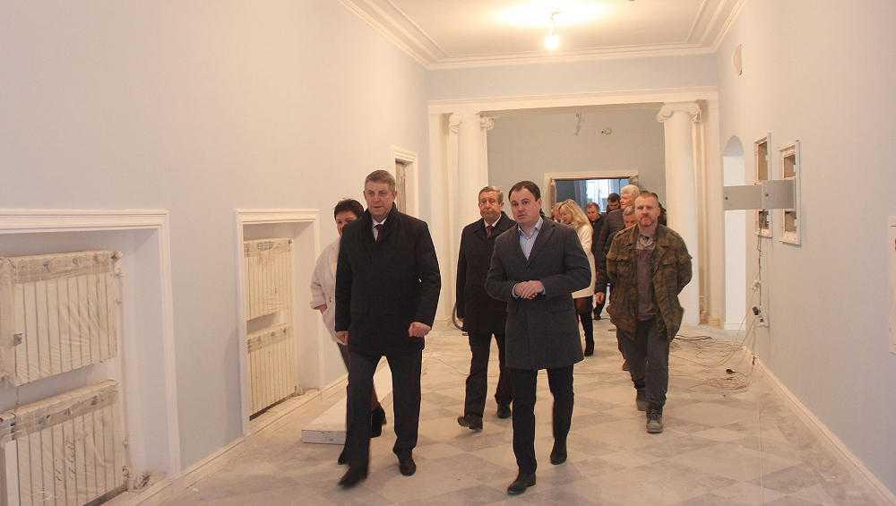 Качество капремонта ДК БМЗ оценил брянский губернатор Богомаз