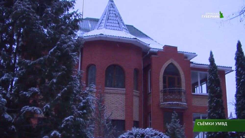 Трое грабителей в масках забрали 5 млн рублей в частном доме в Брянске