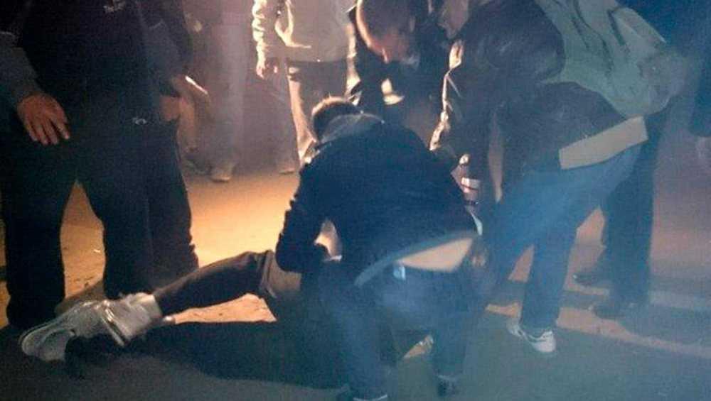 В Брянске толпа избила мужчину до потери сознания возле кафе