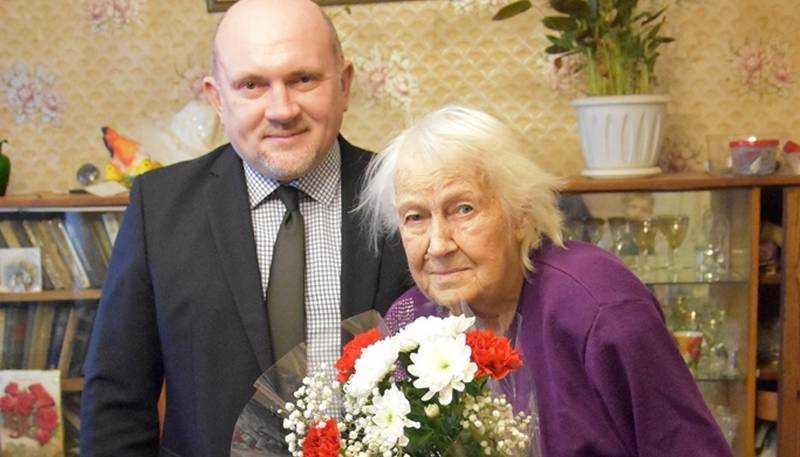 Дятьковские партийцы поздравили  ветерана с 95-летием