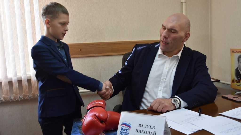 Депутат Николай Валуев исполнил мечту юного брянца