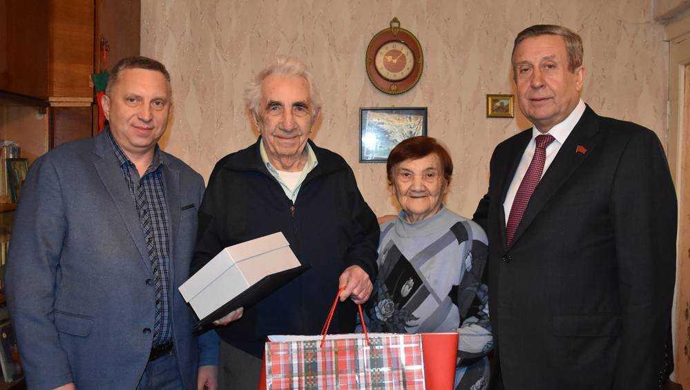 Владимир Попков поздравил однопартийца с 88-летием