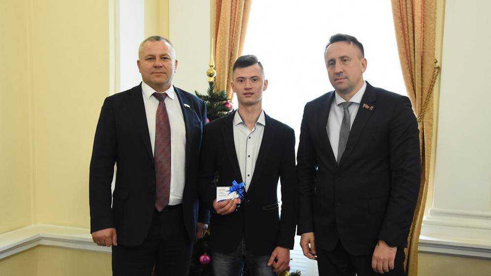 В Брянске общественная приёмная «Единой России» помогла решить вопрос с получением квартиры сироте