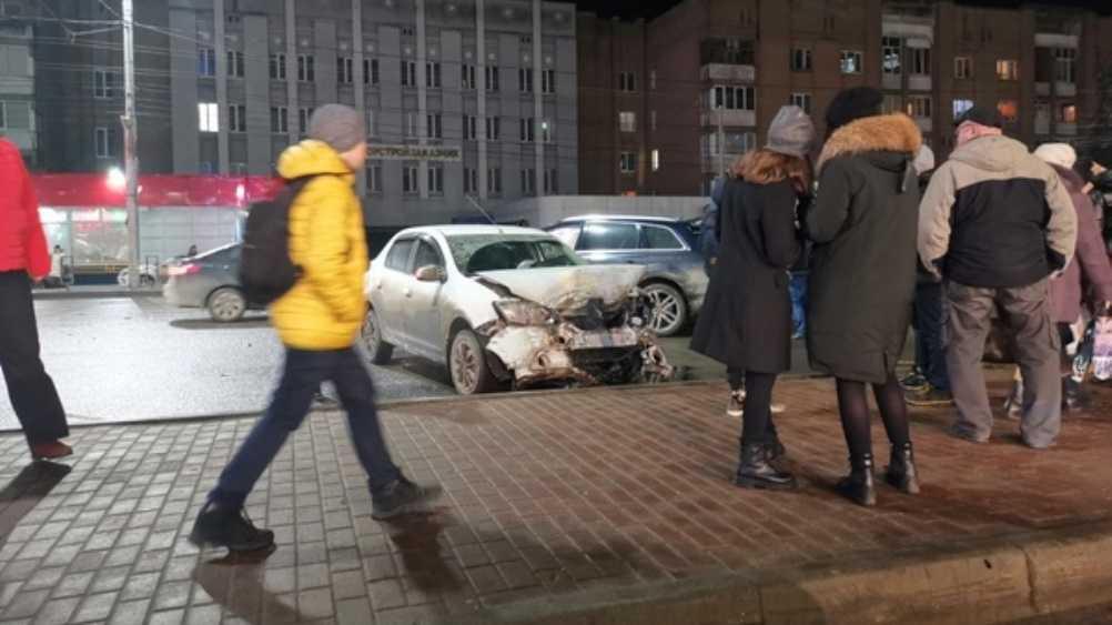 В Брянске возле цирка произошло серьёзное ДТП