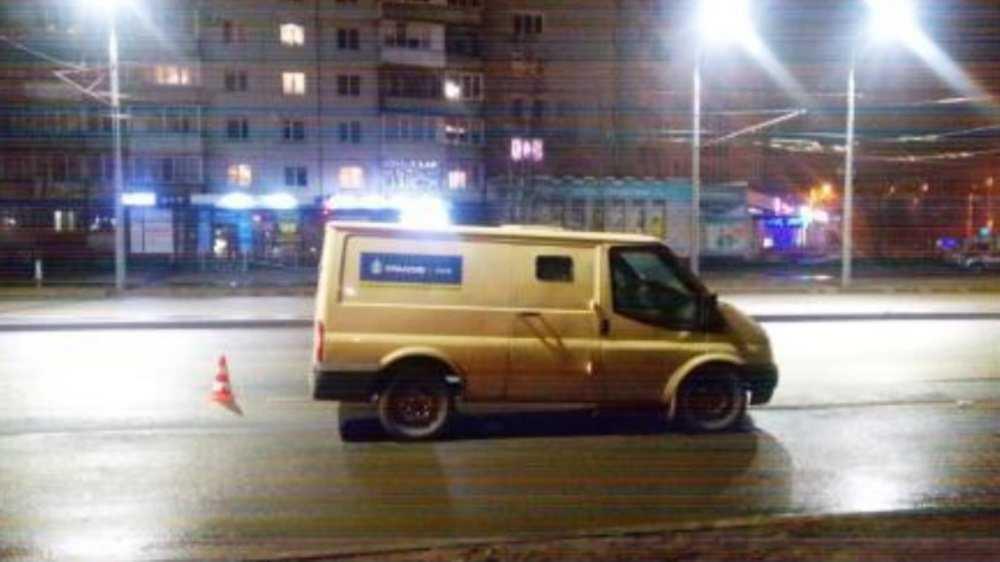 В Брянске водитель микроавтобуса сломал нос пешеходу-нарушителю