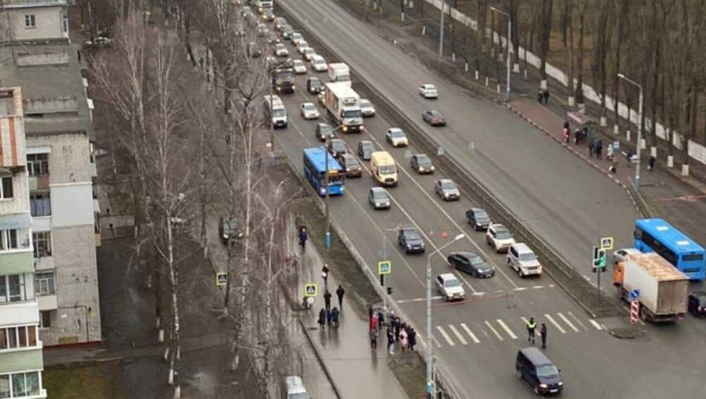 В Фокинском районе Брянска столкнулись легковушка и микроавтобус