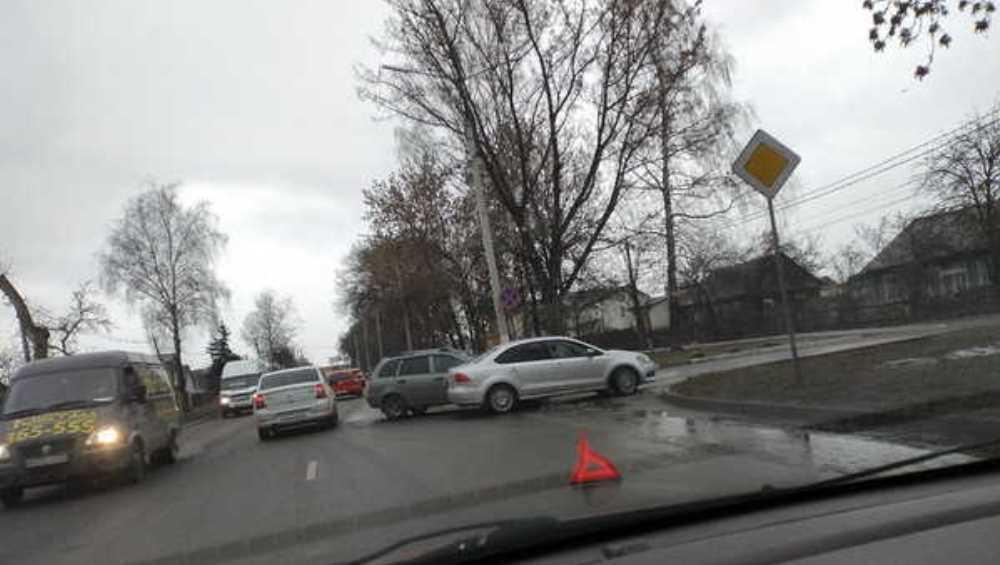 В Брянске две легковушки не поделили дорогу на улице Пересвета