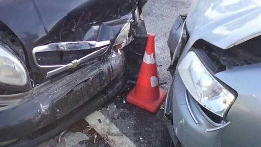 Брянская автомобилистка угодила в лобовое столкновение на дороге