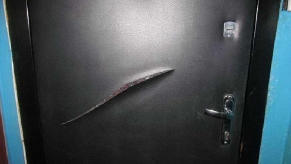 В Новозыбкове разъярённый брянец повредил дверь квартиры соседки