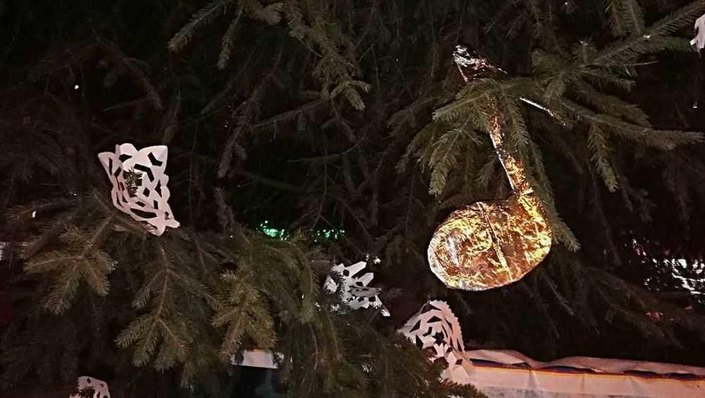 Брянцы раскритиковали елки возле «Лития» и «Линии-2»