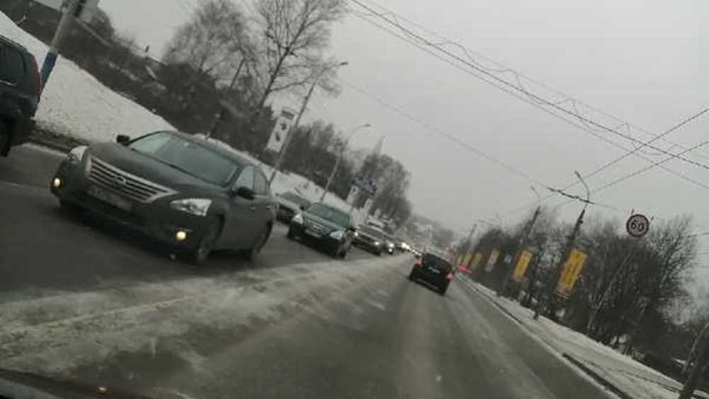 В Брянске на Городищенской горке возникла огромная пробка