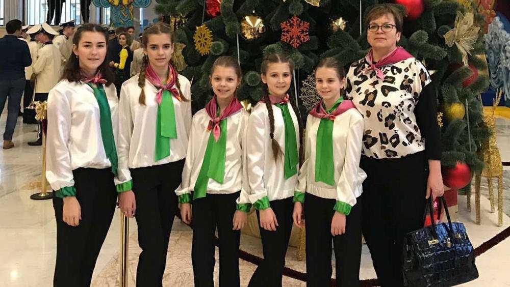 Брянские школьницы спели в Кремле