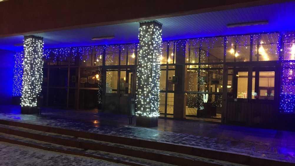 Администрацию Брянска украсили новогодней иллюминацией
