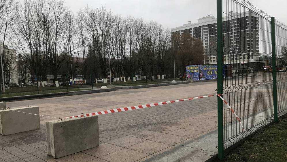 В Брянске горожан обескуражил каток на площади Воинской славы